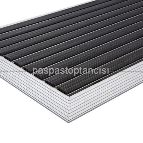 Alüminyum Paspas Yivli PVC Fitilli UM2000 Siyah